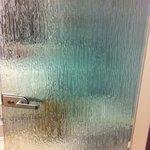 altertümliche Glastüre zum Bad