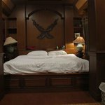 Thai-Room Bett