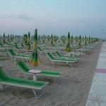 пляж рядом с отелем St.Pierre, Rimini