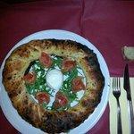 E questa è la pizza don Peppe. ....um capolavoro di gusti con deliziosa mozzarella do bufala e d