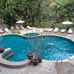 piscina di fronte alla reception