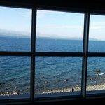 El ventanal de la habitación de 9 camas