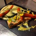 Filet de saumon, velouté de panais, poireaux, pommes de terre et légumes croquant caramélisés