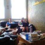 sala de estar con sillones muy cómodos