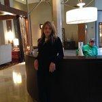 Lobby del hotel cercano a Starbucks