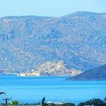 Остров Спиналонга (Шип в переводу), вид с нашего отеля Элунда Илион