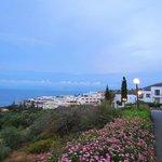 Вид с территории отеля на залив Мирабелло и остров Колокита