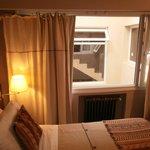 Ventanal hacia el interior. De frente ventana de la escalera y a la derecha la ventana del hall