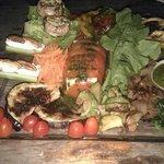 ensalada en il vizietto, restaurante en junto al rio