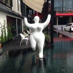 飯店門口的裝置藝術,相當可愛!