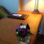 這間飯店從大廳到房間都是用鮮花裝扮,非常令人舒服
