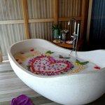 Bain de l'amour avec le massage honeymoon