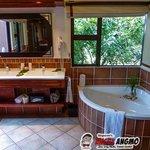 Bathroom Makubela Suite 1