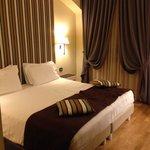 Отличный отель в самом центре города. Крайне гостеприимный персонал, уютные номера, удобное мест