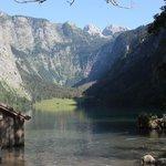 Obersee mit Fischunkelhütte im Hintergrund