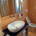 Das Bad ist neu renoviert und gut ausgestattet