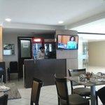 Parte do salão do restaurante do hotel, onde é servido o café da manhã