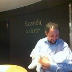 Scandic Reception EmployeeTijs holding EvaGrace