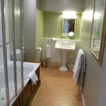 Wellington Suite, bathroom