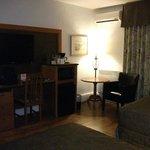 Chambre régulière, T.V plasma, cafetière, frigo, micro-ondes