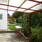 Diskutrymme och trädgårdsmöbler som fritt kan användas