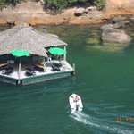 Flutuante na praia ao lado de Araçatiba