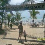 ingreso a la playa exclusiva del hotel