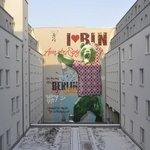murales cortile interno dell'hotel