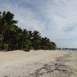 la spiaggia sulla sinistra (Trou au biches)