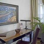 Luna Vista Suite Writing Area