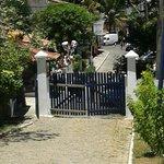 Callecita que va desde la Posada a una capilla y  Praia dos Ossos