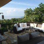 Villa Flow het terras waar je ook ontbijt