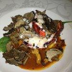 homard bleu rôti bisque légère poêlée de giroles et rapée de truffe