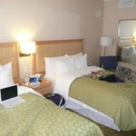 chambre avec grands 2 lits très confortables