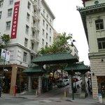 Porte du quartier chinois, Grant Ave, à 2 pas de l'hôtel