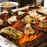店先で焼いていた牡蠣