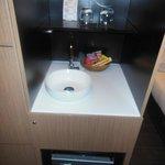 lavabo con minibar