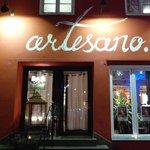 Das Artesano bei Nacht