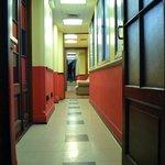 Corredor hacia las habitaciones del Tercer Piso. Con AA