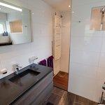 """Luxe badkamer van familiekamer """"de Opkamer"""""""