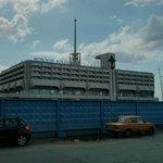 Морской вокзал, в котором расположен отель