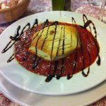 Hojaldre de queso de cabra con tomate frito casero