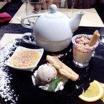 Sobremesa: Creme brulle,sorvete de creme,palmier, creme de nata e chá de lavanda.
