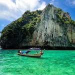 Krabi hong is an amazing place to explore and the waters and surrounding rocks are stunning