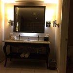 HRH Tower Corner King Suite- bathroom