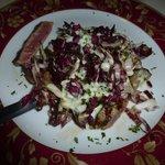 La tagliata con gorgonzola e radicchio