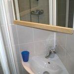Lavabo digne d'un crachoir ou d'un lave main