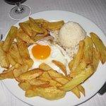 bistecca di maiale con uovo