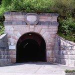 Der Tunneleingang der  zum Aufzug des Kehlsteinhauses führt