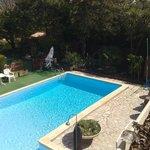 Pour une pause détente, la piscine